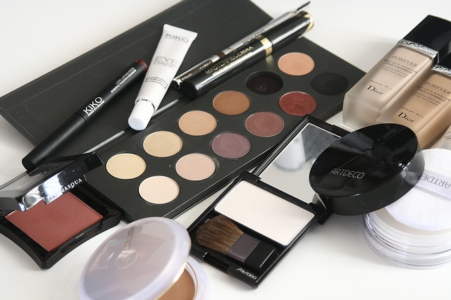 Kosmetika - stíny, makeup