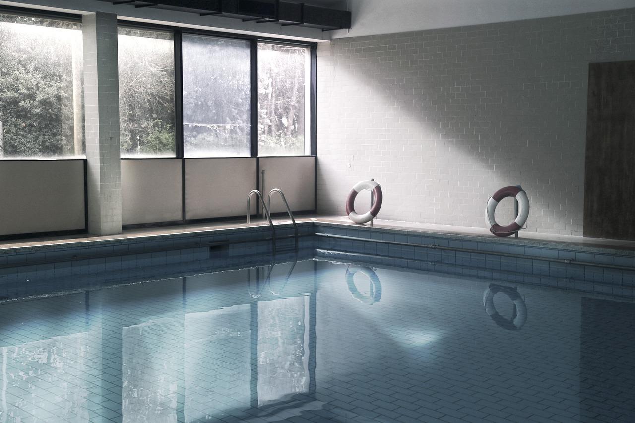 pool-4942724_1280